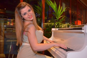 Female pianist Petia
